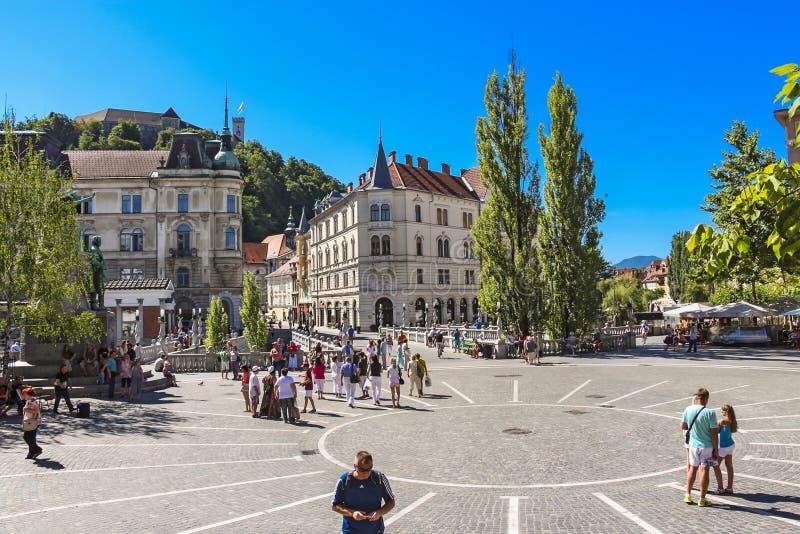 Quadrato di Preseren con il turista che cammina intorno fotografie stock libere da diritti