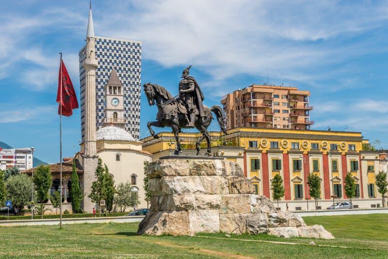Quadrato di Scanderbeg a Tirana immagini stock