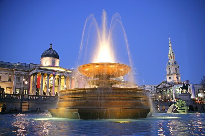 Quadrato di Trafalgar alla notte 1 immagini stock