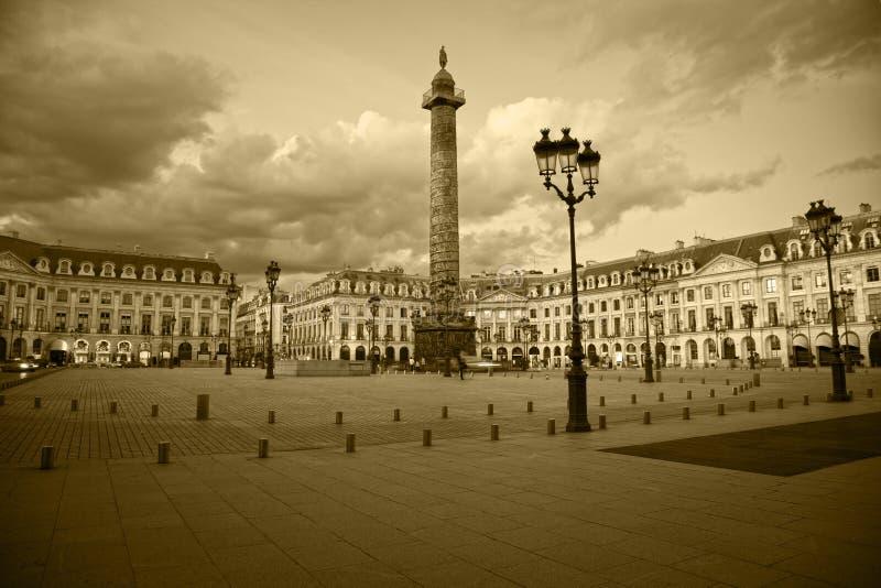 Quadrato di Vendôme di Parigi. Seppia modificata fotografia stock libera da diritti