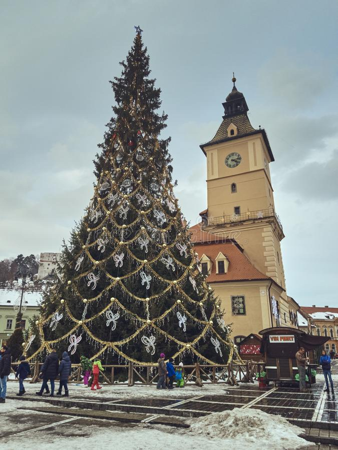 Quadrato durante le vacanze invernali, Brasov, Romania del Consiglio immagine stock libera da diritti