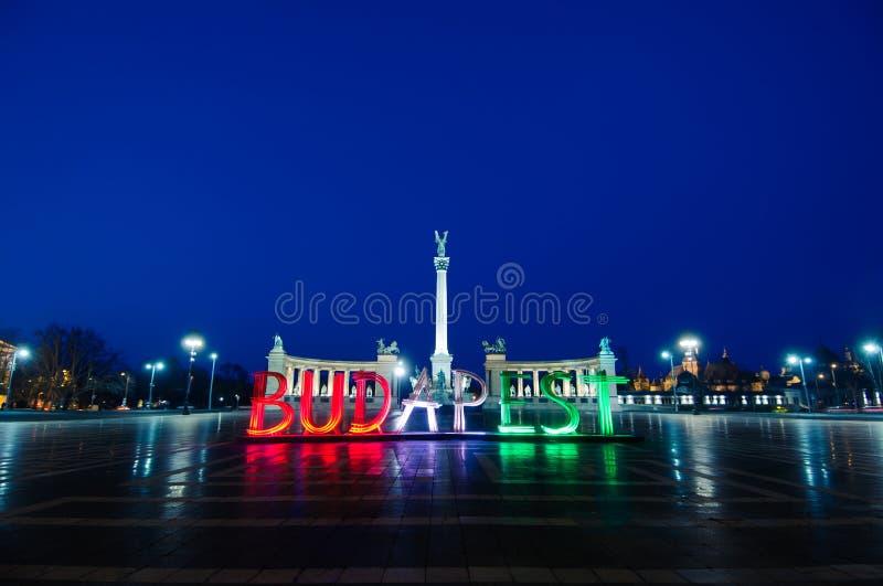 Quadrato e Budapest di eroi fotografia stock