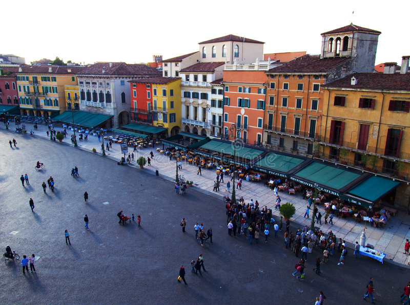 Quadrato e la gente di Verona immagini stock libere da diritti