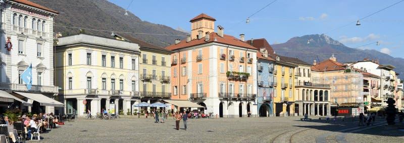 Quadrato grande della vecchia piazza delle case a Locarno fotografia stock libera da diritti