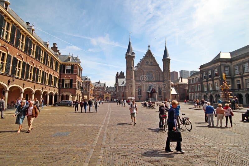 Quadrato interno del Parlamento olandese che costruisce Binnenhof con il Ridderzaal antico a L'aia fotografie stock