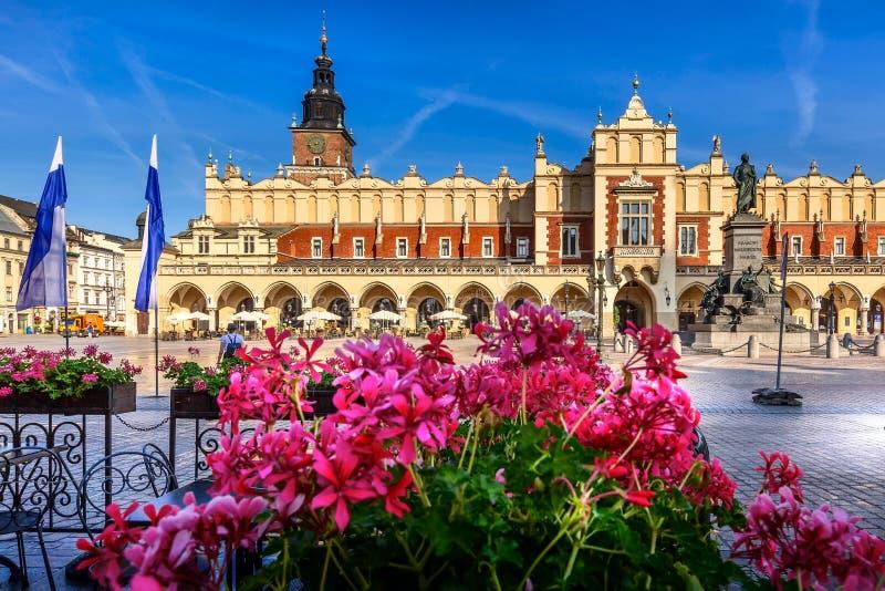 Quadrato principale del mercato di Cracovia, Polonia, municipio immagine stock