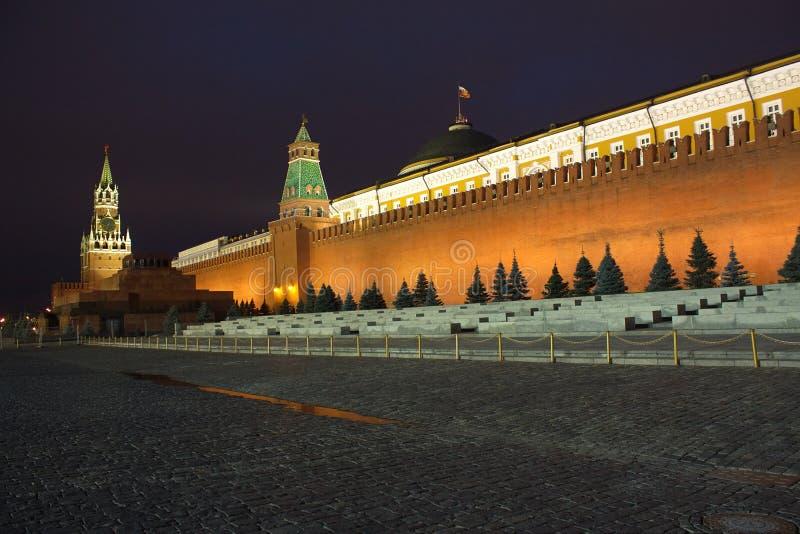 Quadrato rosso con la parete del Kremlin a Mosca Russia nigh immagini stock libere da diritti