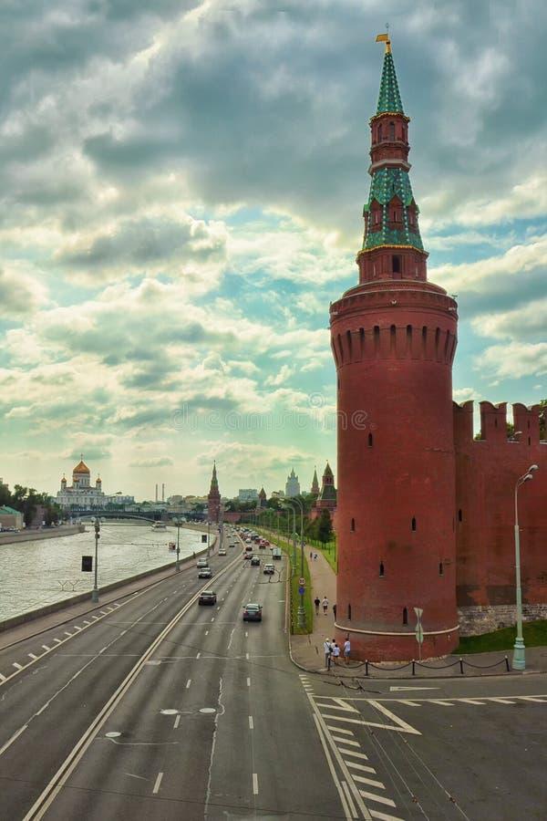 Quadrato rosso, torre di Beklemishevskaya del Cremlino di Mosca Fiume di Mosca fotografie stock
