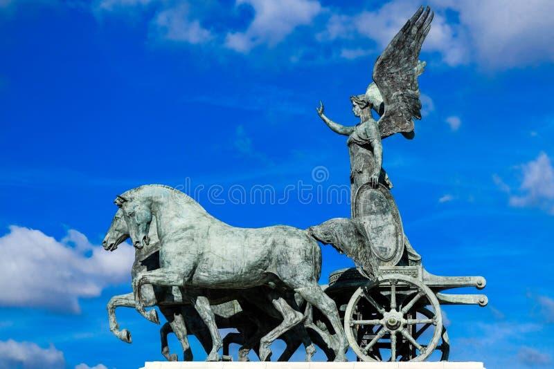 Quadriga, Bronsstandbeeld van Gevleugelde Overwinning op Victor Emmanuel Monument, Rome, Italië royalty-vrije stock foto