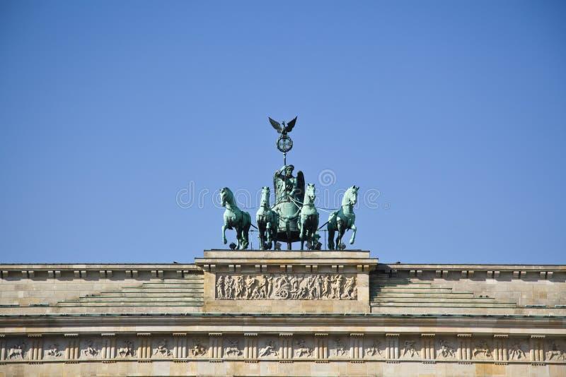 Quadriga na górze Brandenburger Tor (Brandenburg brama) fotografia stock