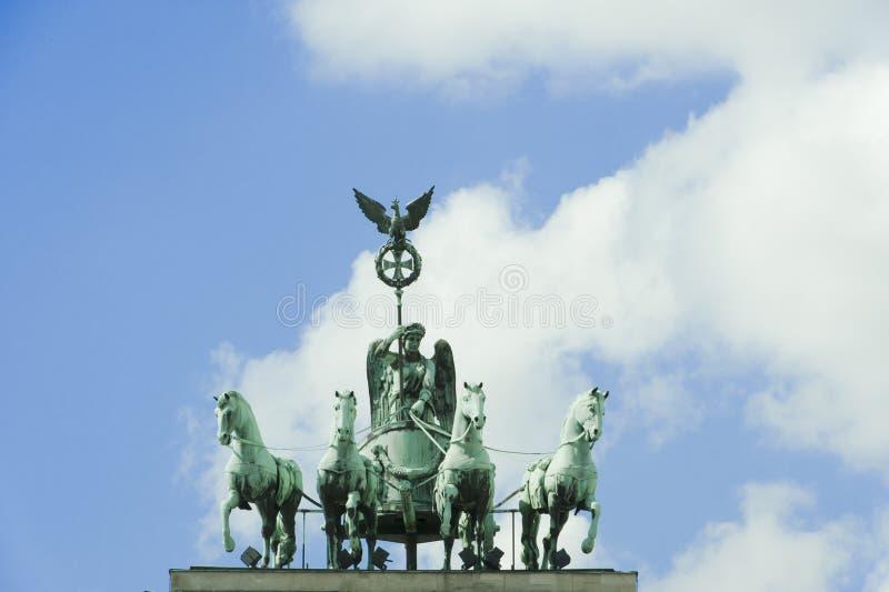 Berlim - Quadriga, porta de Brandenburger   fotos de stock