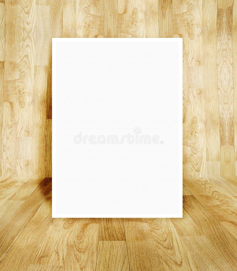 Quadro branco na sala de madeira do parquet imagens de stock royalty free
