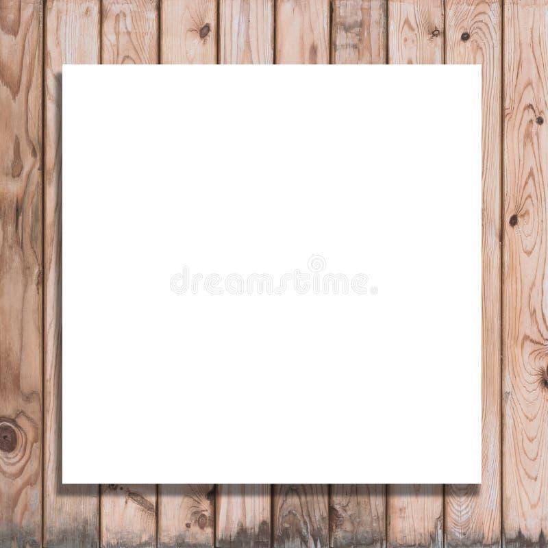 Quadro de avisos branco do espaço vazio no fundo de madeira foto de stock royalty free
