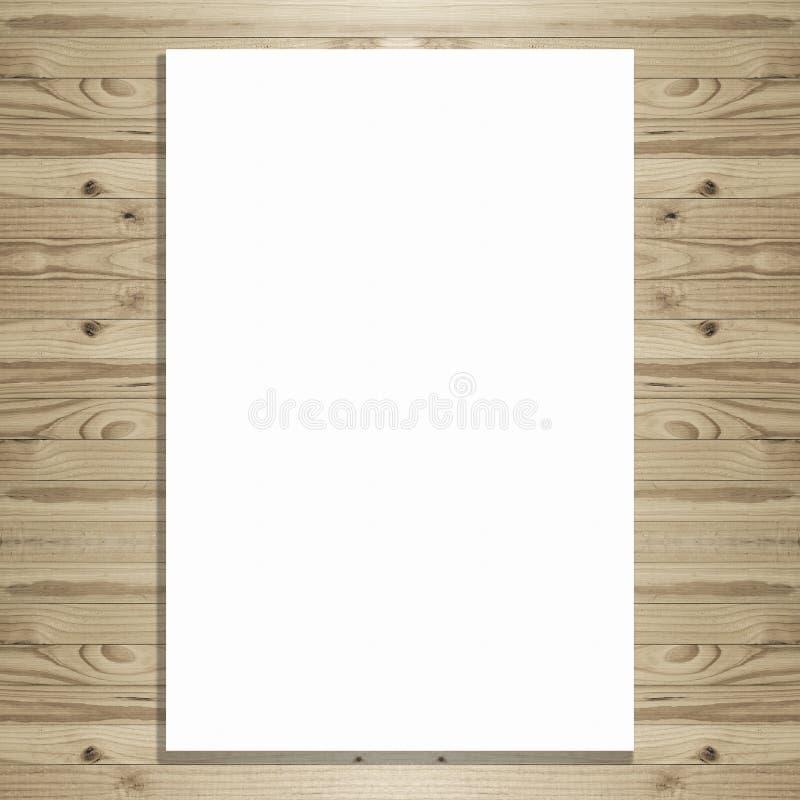 Quadro de avisos branco do espaço vazio no fundo de madeira imagens de stock
