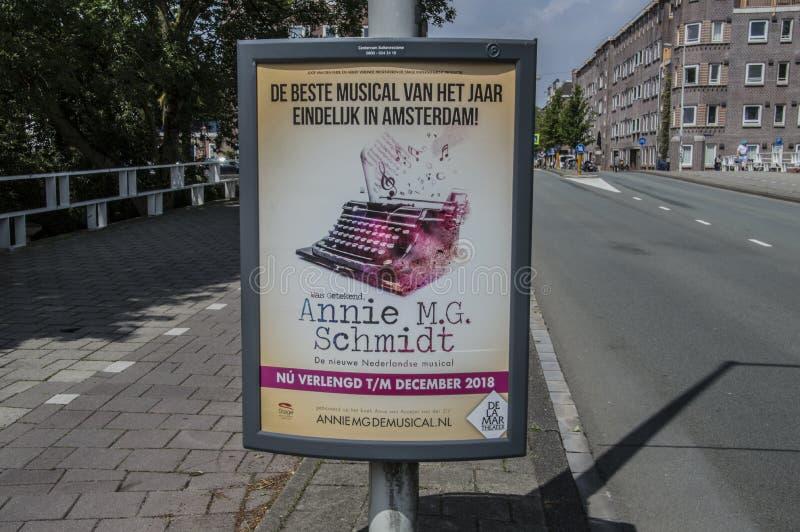 Quadro de avisos da Annie musical MG Schmidt em Amsterdão o 2018 holandês fotos de stock