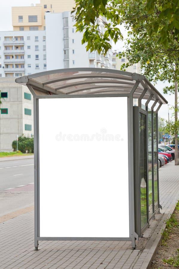 Quadro de avisos em branco no paragem do autocarro fotografia de stock royalty free