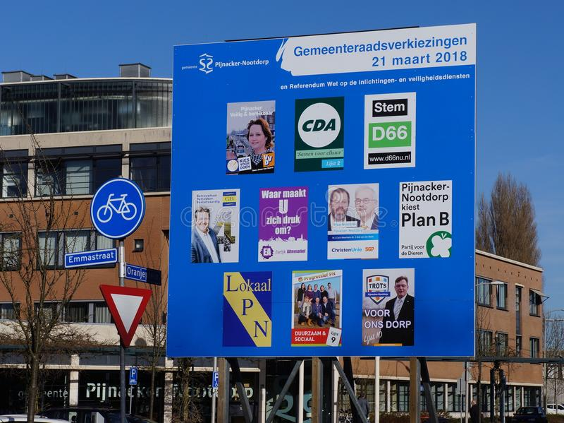 Quadro de avisos para as eleições do conselho municipal nos Países Baixos em 2018 imagens de stock