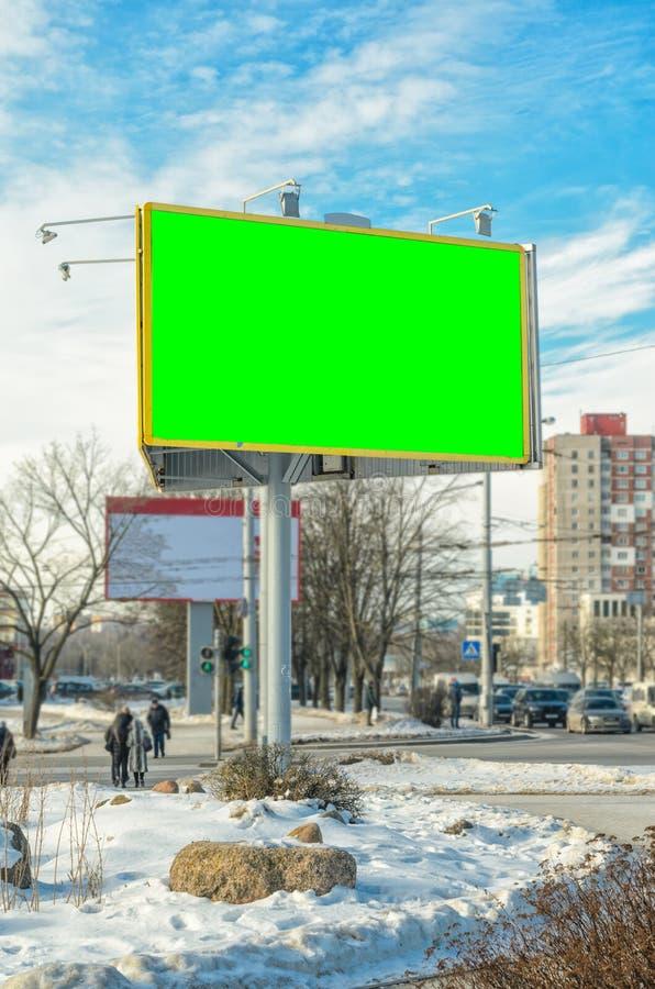 Quadro de avisos vazio na cidade fotos de stock