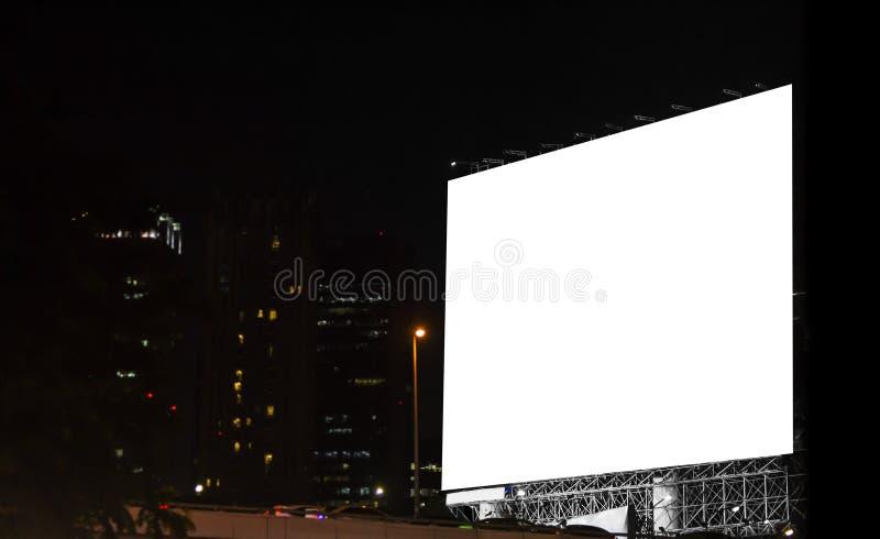 Quadro de avisos vazio na cidade na noite fotos de stock