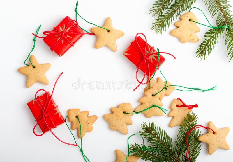 Quadro de cookies caseiros e de presentes do Natal com spase FO da cópia imagens de stock