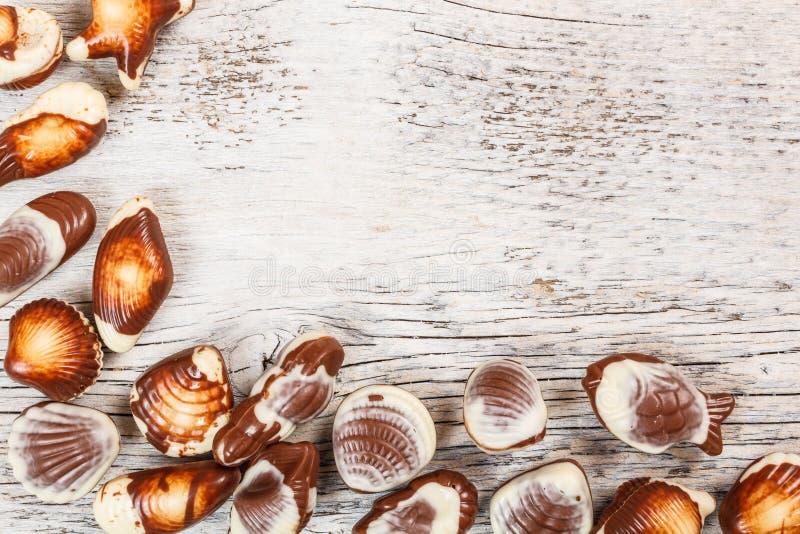 Doces do seashell do chocolate imagens de stock