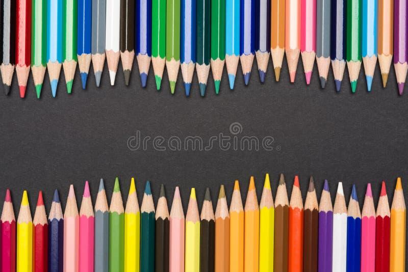 Quadro de lápis coloridos na forma de onda fotos de stock royalty free