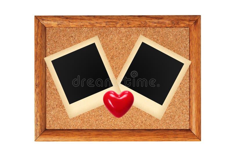 Quadro de madeira com foto vazia e o coração vermelho isolados no whit imagem de stock royalty free
