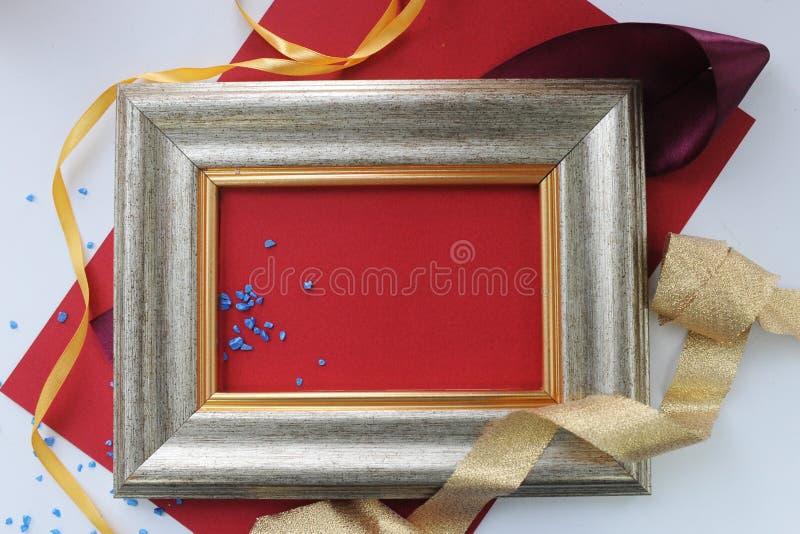 Quadro decorado com papel vermelho foto de stock royalty free