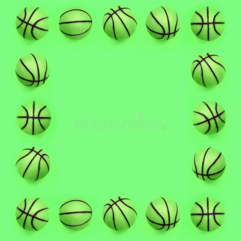Quadro do muitas bolas verdes pequenas para o jogo do esporte do basquetebol encontra-se no fundo da textura foto de stock royalty free