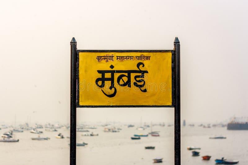 Quadro indicador de Mumbai na língua do Marathi imagem de stock