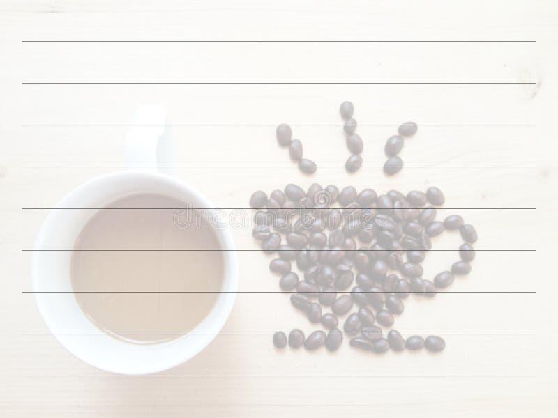 Quadro-negro e café dos feijões fotografia de stock royalty free