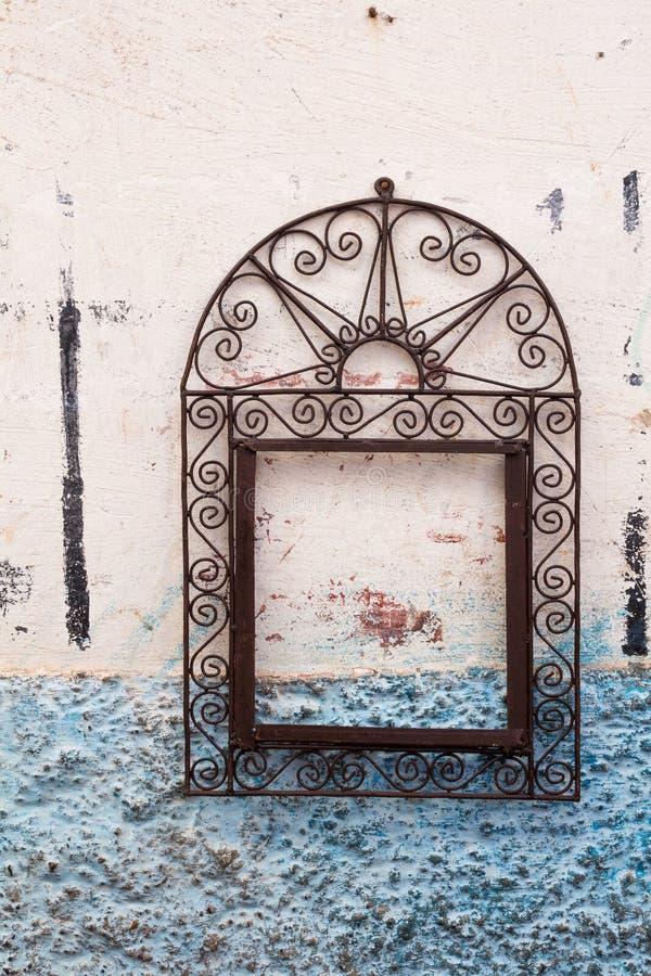 Quadro ornamentado em uma parede de uma casa imagens de stock