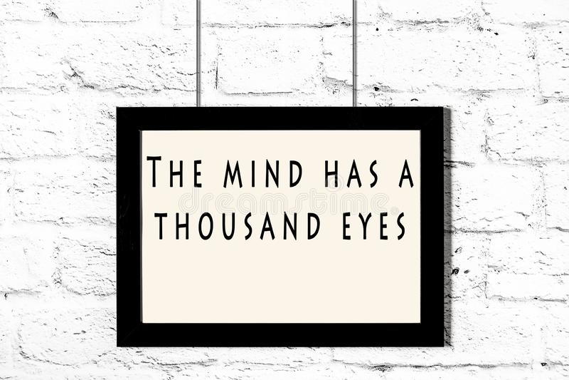Quadro preto com as citações sábias que penduram em uma parede de tijolo branca ilustração do vetor