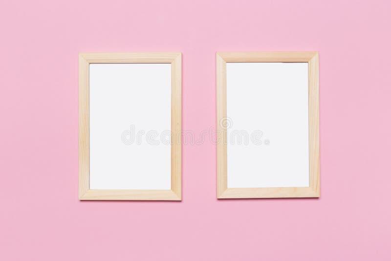 Quadro vazio em um fundo cor-de-rosa pastel imagens de stock