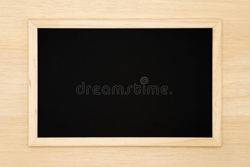 Quadro vazio no fundo de madeira fotografia de stock