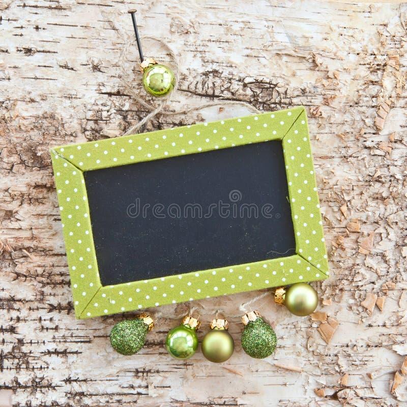 Quadro verde na madeira rústica imagem de stock royalty free