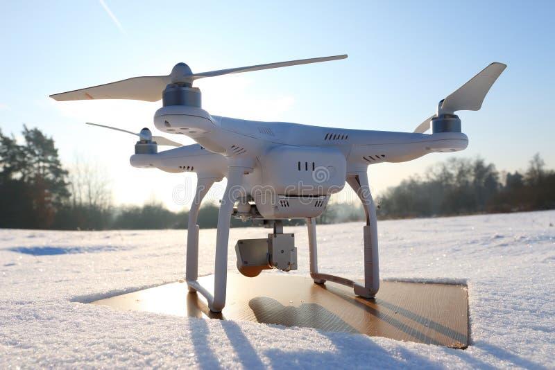 Quadrocopter del abejón con la cámara imágenes de archivo libres de regalías