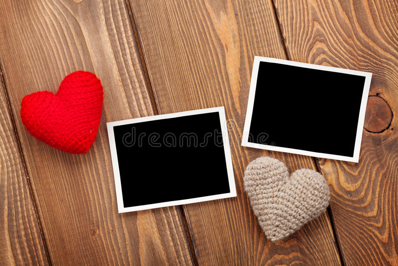 Quadros da foto e corações handmaded do brinquedo do dia de Valentim fotografia de stock royalty free