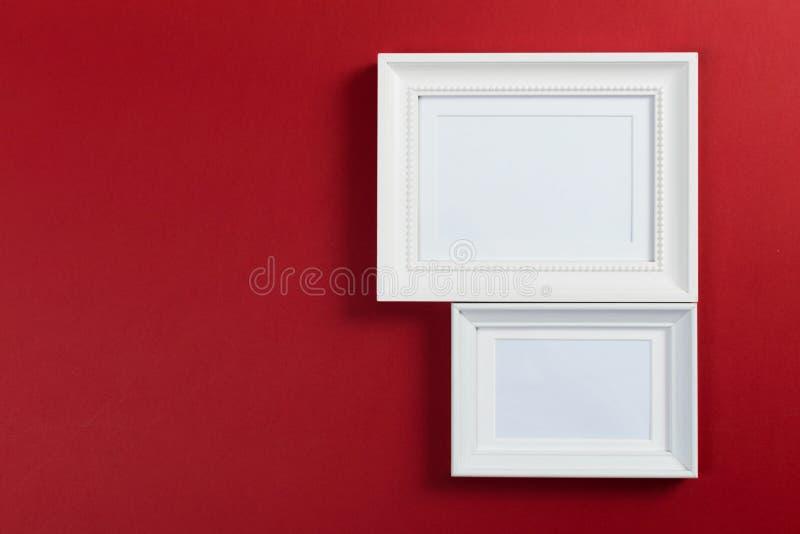 Quadros no fundo vermelho foto de stock