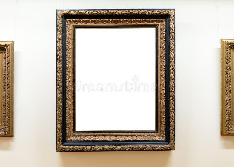 Quadros vazios vazios que penduram na parede do museu Galeria de arte, trajeto de grampeamento branco da exposição do museu fotos de stock royalty free