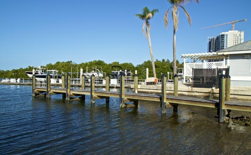 Quai avec bateaux de la marina de la Floride image stock