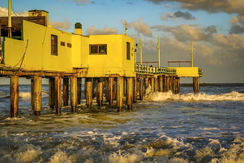 Quai de la côte de Pinamar en Argentine photographie stock