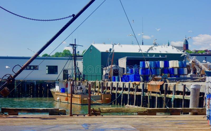 Quai de pilier de homard de Maine, bateau accouplé, industrie de la pêche Portland Maine June 2018 bords de mer fonctionnants photos libres de droits