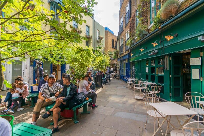 Quaint Neal's Yard, Londres foto de stock royalty free