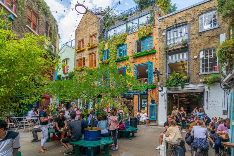 Quaint Neal's Yard, Londres fotografia de stock royalty free