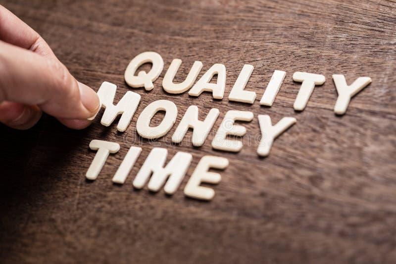 Qualitäts-Geld und Zeit stockfotografie