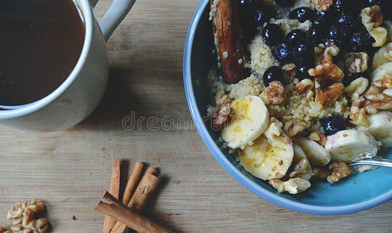 Qualité saine : Bol de petit déjeuner de Vegan image libre de droits