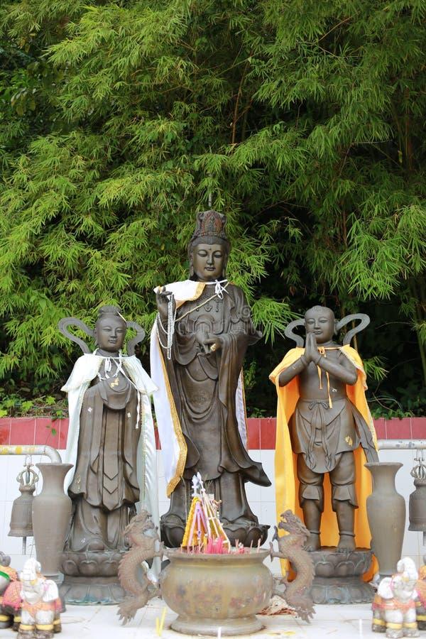Quan Yin Statue- und Bambushintergrund lizenzfreies stockfoto