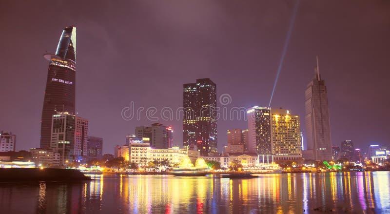 Quando a cidade de Ho Chi Minh se iluminar acima imagens de stock royalty free