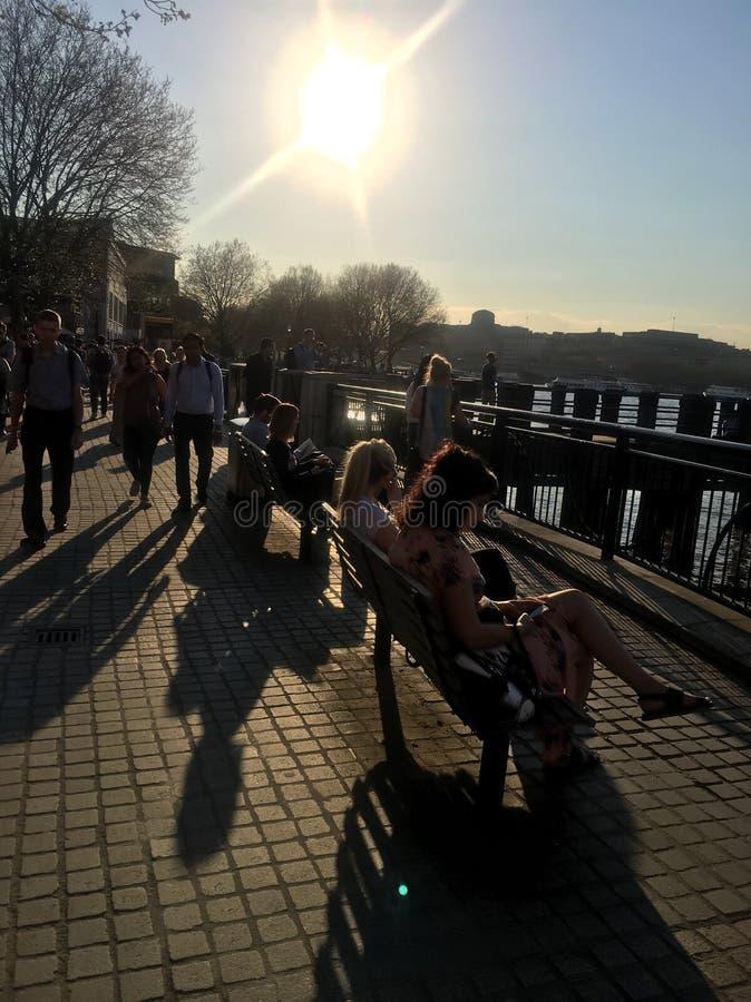 Quando il sole è fuori a Londra immagine stock
